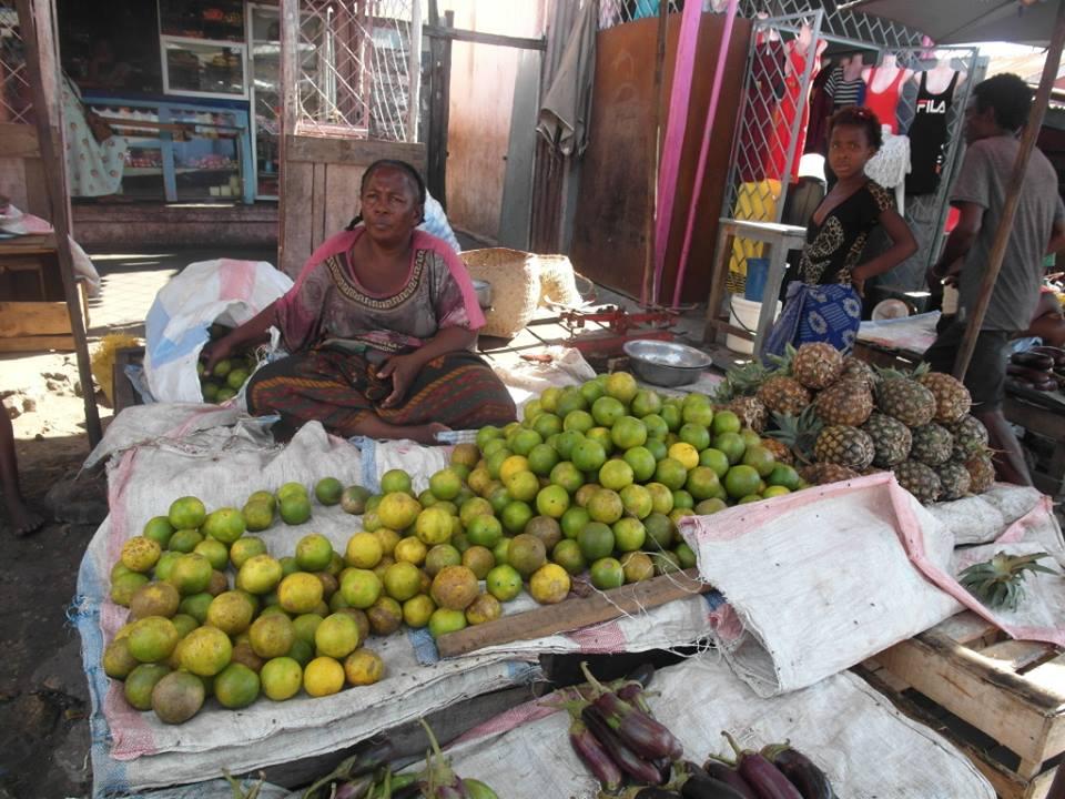 vente de fruits au marché de Mahabibo