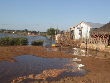 La marée envahit chaque jour le quartier d'Aranta - secteurs 2 et 5 où l'association intervient