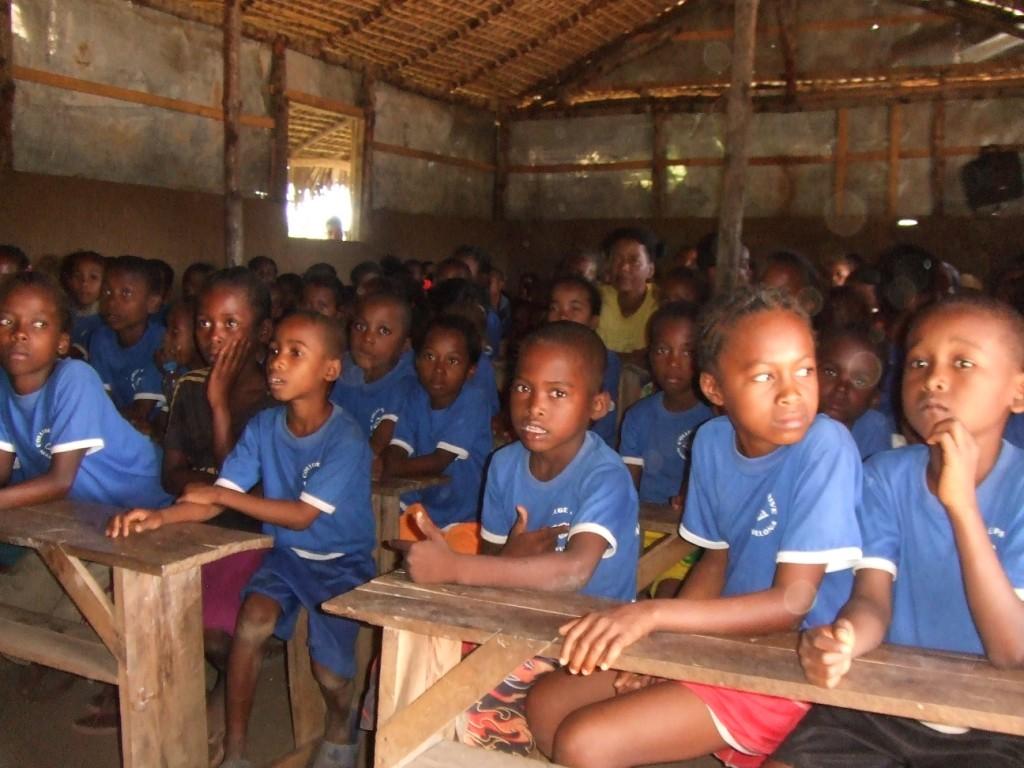 Il y a souvent plus de 50 élèves par classe